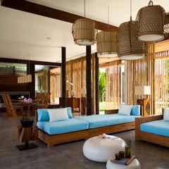 LIVING ROOM homify Salas de estilo tropical