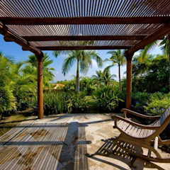 BR ARQUITECTOS Tropical style balcony, veranda & terrace
