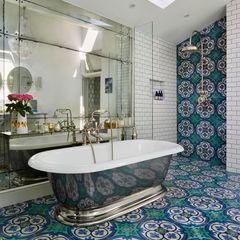 Victorian Terrace House, South-West London Drummonds Bathrooms Baños de estilo mediterráneo Azulejos