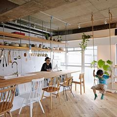 .8 HOUSE .8 / TENHACHI インダストリアルデザインの キッチン
