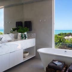 WR House Renata Matos Arquitetura & Business Salle de bainBaignoires & douches Blanc