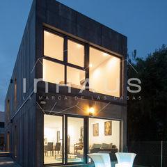 Fachada Modelo Cugat Casas inHAUS Casas modernas Gris
