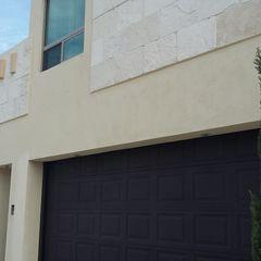Elite Puertas Automaticas Garajes y galpones de estilo moderno Hierro/Acero