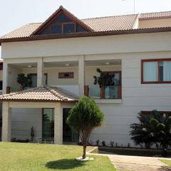 Fachada Principal DHN arquitetura Casas clássicas Branco