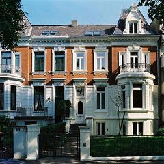 Stadtvilla in Hamburg Nailis Architekten Einfamilienhaus Ziegel Rot