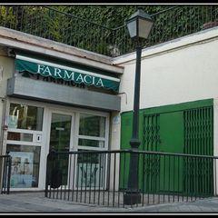 Pancho R. Ochoa Interiorismo Centros de exposições clássicos Ferro/Aço Verde