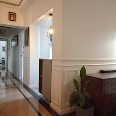 Residential Apartment STUDIO AT DESIGN Colonial style corridor, hallway& stairs