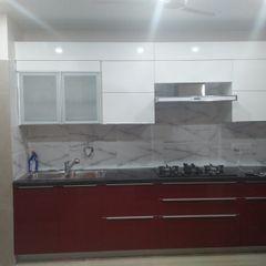 Kitchen at Faridabad Grey-Woods KitchenCabinets & shelves Engineered Wood Red