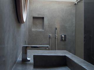 Fugenlose mineralische Böden und Wände Ванна кімнатаРаковини
