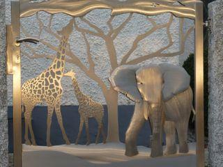 "Edelstahl Designer Gates ""Out of Africa"" Edelstahl Atelier Crouse: 庭院"