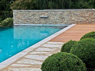 Swimmingpool in Wiesbaden Kirchner Garten & Teich GmbH Moderner Garten