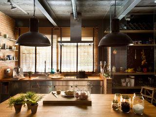Egue y Seta Cucina in stile rustico