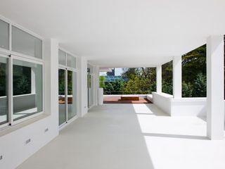 Bernadó Luxury Houses Balcon, Veranda & Terrasse modernes