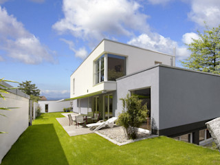 FENG SHUI VILLA b2 böhme PROJEKTBAU GmbH Moderne Häuser