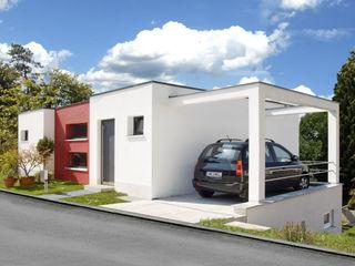 BAUHAUS VILLA MIT AUSSENPOOL b2 böhme PROJEKTBAU GmbH Moderne Garagen & Schuppen