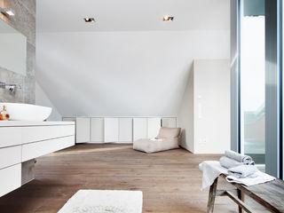 WSM ARCHITEKTEN Baños de estilo clásico