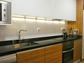 Madera y blanco para la cocina: una combinación bicolor, elegante e intemporal Cocinasconestilo.net Cocinas de estilo moderno