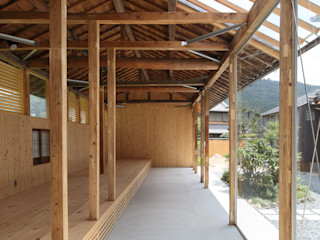 eu建築設計 Garajes y galpones de estilo rural