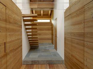 House Of The Sun STUDIOFANETTI Ingresso, Corridoio & Scale in stile eclettico