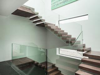 AR Design Studio- Abbots Way AR Design Studio Modern corridor, hallway & stairs