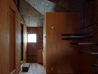 eu建築設計 Salas de entretenimiento de estilo ecléctico