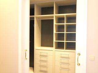 Ismael Blázquez | MTDI ARQUITECTURA E INTERIORISMO ห้องนอนWardrobes & closets