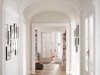 The Room Studio Pasillos, vestíbulos y escaleras coloniales