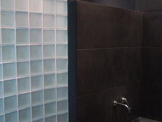 Du noir et du minéral en architecture intérieure Philippe Ponceblanc Architecte d'intérieur Salle de bainLavabos