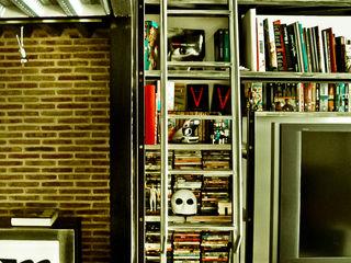 Pablo Echávarri Arquitectura ห้องนั่งเล่นชั้นวางของ
