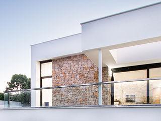 Chiralt Arquitectos Minimalist house