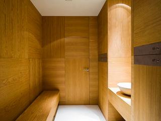 Hotel EME in Seville, Spain Donaire Arquitectos Baños de estilo ecléctico