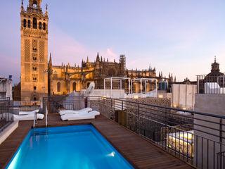 Hotel EME in Seville, Spain Donaire Arquitectos Piscinas de estilo ecléctico