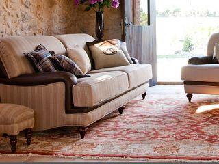 Sofa y sillón. MUMARQ ARQUITECTURA E INTERIORISMO LivingsSofás y sillones