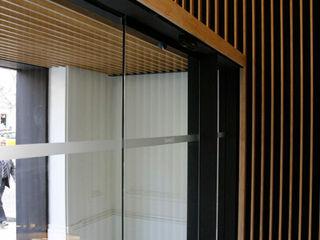 Octavio Mestre Arquitectos Classic style corridor, hallway and stairs