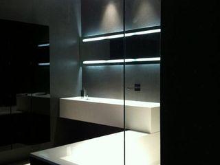 Ernesto Fusco ミニマルスタイルの お風呂・バスルーム 石英 黒色