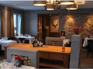 Restaurantgestaltung mit Kalkmarmorwänden Jakob Messerschmidt GmbH - Malerfachbetrieb Esszimmer im Landhausstil