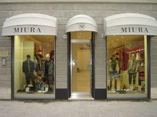 """""""Miura"""" Armani Dealer Luca Bucciantini Architettura d' interni Negozi & Locali commerciali moderni"""
