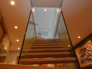 Siller Treppen/Stairs/Scale 玄關、走廊與階梯階梯 木頭 Brown