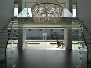 All glass stairs Siller Treppen/Stairs/Scale 玄關、走廊與階梯階梯 玻璃 Transparent