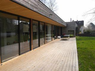 Allegre + Bonandrini architectes DPLG Hiên, sân thượng phong cách hiện đại