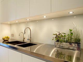 New Crane Wharf TLA Studio Cocinas modernas: Ideas, imágenes y decoración