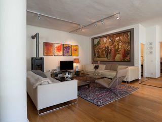 Behagliches Loft Elke Altenberger Interior Design & Consulting Ausgefallene Wohnzimmer