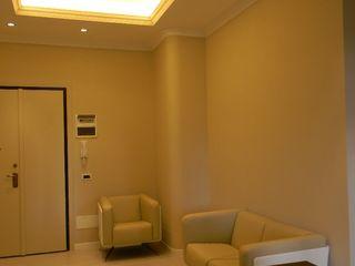 Casa B Alpestudio Ingresso, Corridoio & Scale in stile moderno
