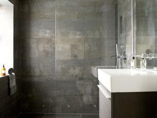 Battersea LEIVARS Eclectic style bathroom