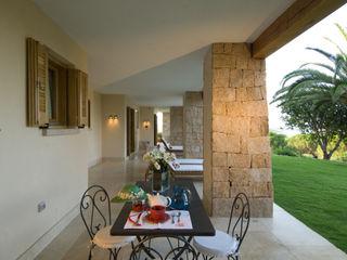 Villa in Sardegna Scultura & Design S.r.l. Balcone, Veranda & Terrazza
