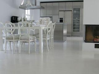 Savamea | edel - mineralisch - fugenlos Modern dining room