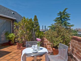 Home Staging de Altura en Arturo Soria Apersonal Balcones y terrazas de estilo clásico