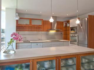 Home Staging de Altura en Arturo Soria Apersonal Cocinas de estilo clásico