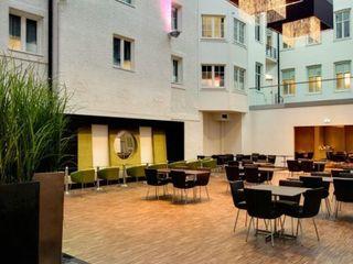 Bona en el Clarion Hotel Plaza Bona Parede e pavimentoCores e acabamentos