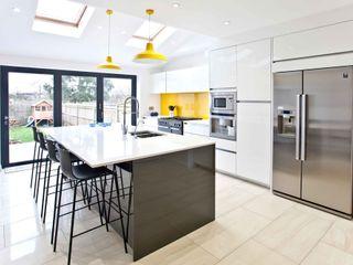 Bright, clean, contemporary homify Кухня в стиле модерн